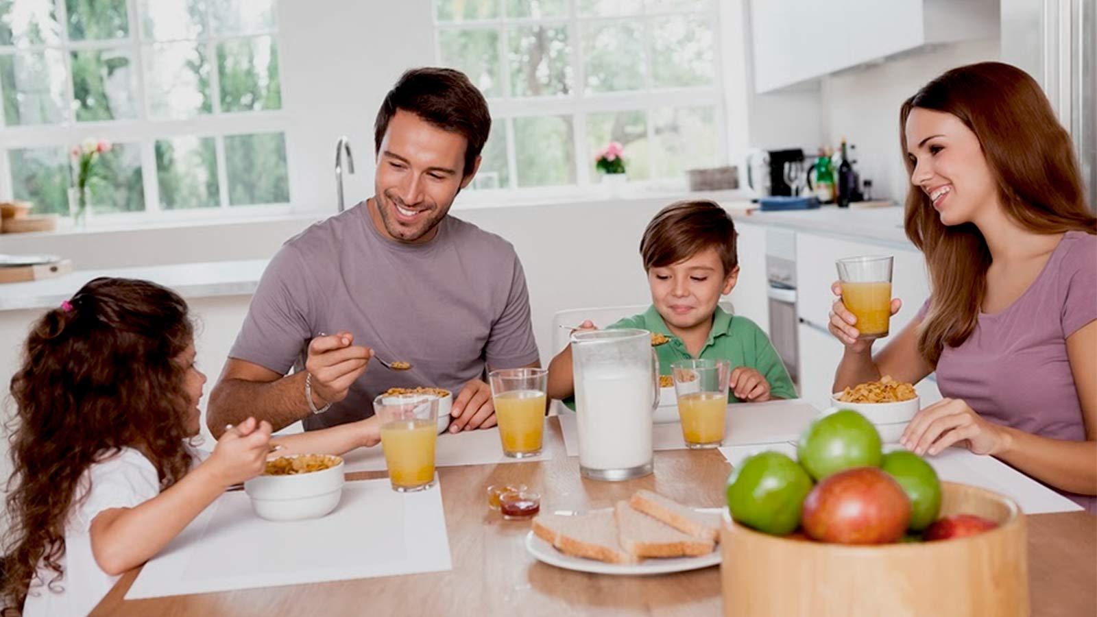 desayuno familia