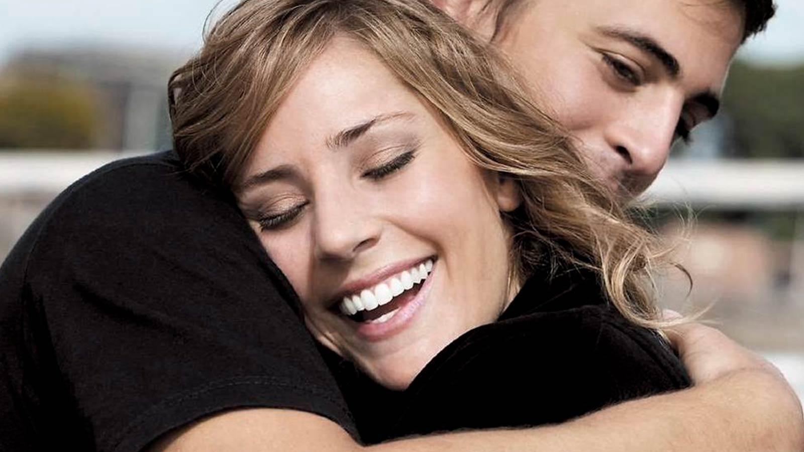 abrazo-sonrisa