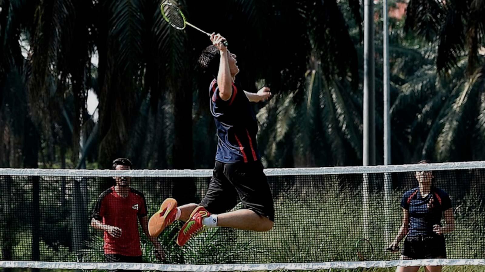air-badminton