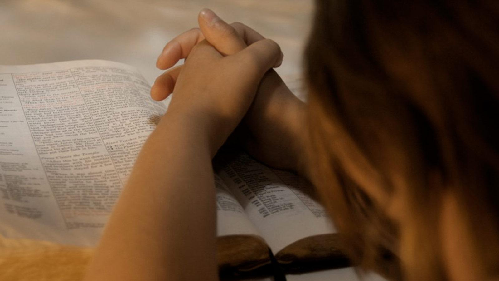 mujer-orar